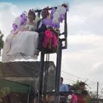 Mạo hiểm màn đón dâu bằng xe nâng độc nhất Việt Nam