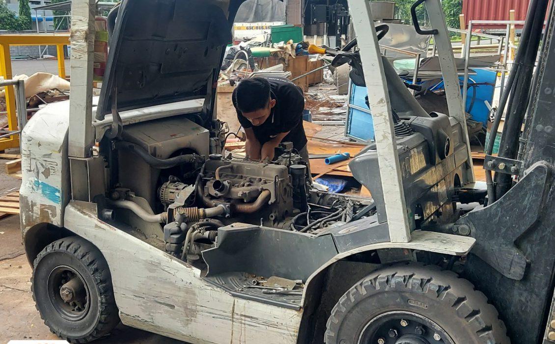 Kỹ thuật ASA kiểm tra tình trạng của xe nâng hàng