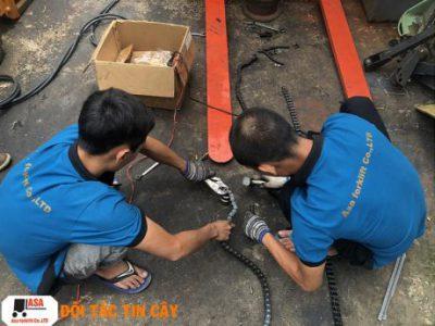 Nhân viên Asa có tay nghề cao trong sửa xe nâng tay