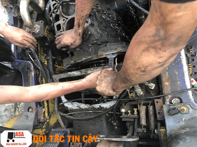 Sửa xe nâng tận nơi, đại tu hộp số xe nâng.